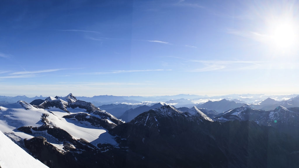 Das Panorama auf der Herzog-Johann Hütte hat es in sich!